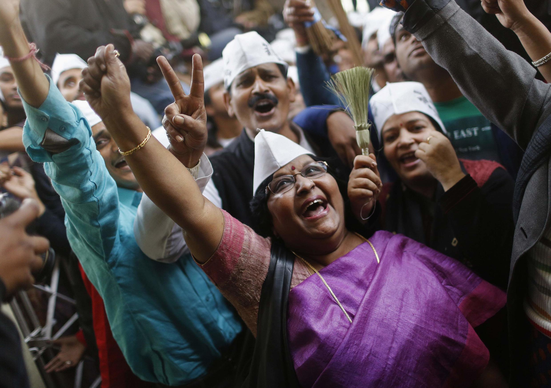 Supporters d'Arvind Kejriwal, le 8 décembre à New Delhi.