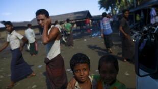 جوانان روهینگیایی در اردوگاه سیت وی در میانمار.