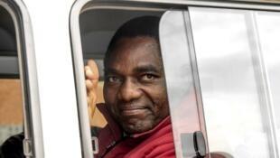 Hakainde Hichilema akiwa ndani ya gari wakati akienda Mahakamani jijini Lusaka
