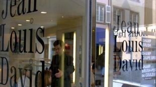 Tại một tiệm làm đầu «Jean-Louis David» ở Strasbourg.