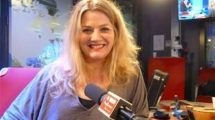 Anabella Zoch en los estudios de RFI