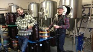 Patrick Jones et Matt Johnson a fondé Pilot Beer, il y a un peu plus d'un an, après s'être rencontrés sur les bancs du Masters en brasserie et distillation de l'Université Heriott-Watt d'Edimbourg.