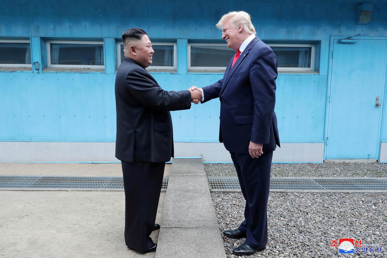 6月30日,特朗普与金正恩曾在南北韩三八线历史性握手。(资料图片)