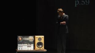 «Le sec et l'humide», de Jonathan Littell, mise en scène par Guy Cassiers, réalisation informatique musicale Ircam par Grégory Beller, du 9 au 12 juillet au Festival d'Avignon.