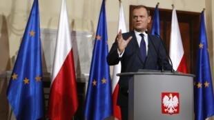 Thủ tướng Ba Lan Donald Tusk, trong cuộc họp báo  tại Vacxava , ngày 13/01/2011