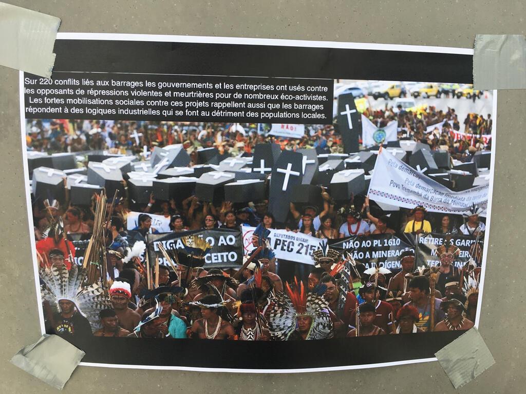 O protesto aconteceu durante o Congresso mundial de hidroeletricidade