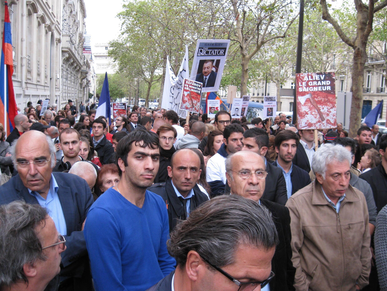 Акция протеста французских армян в связи с приездом в Париж президента Азербайджана Ильхама Алиева, 18 сентября 2012 год