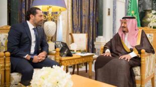 Mfalme Salman wa Saudi Arabia na Waziri Mkuu wa Lebanoni aliyejiuzulu Saad Hariri Jumatatu, Novemba 6, 2017, Riyadh.