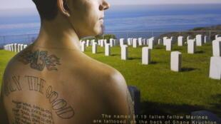 Shane Krushton s'est fait tatouer, dans le dos, le nom de ses 19 amis, tués au combat à Fallujah.