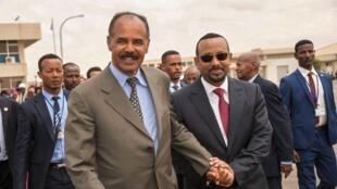 Rais wa Eritrea Isaias Afwerki (kushoto) na Waziri Mkuu wa Ethiopia Abiy Ahmed (kulia).