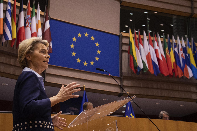 Ursula von der Leyen da un discurso ante el Parlamento Europeo, el 16 de diciembre de 2020 en Bruselas