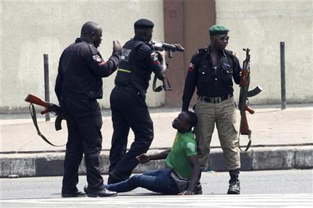 'Yan acaban Lagos na zargin jami'an 'yan sanda da cin zarafinsu tare da takura musu wajen neman abincinsu.