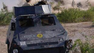 Des milices paramilitaires pendant une opération à Bara, dans la région tribale de Khyber, près de la frontière afghane, le 28 juin 2008.