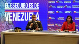 La vicepresidenta venezolana Delcy Rodríguez, junto al ministro de Defensa de Venezuela, Vladimir Padrino, en la disputa fronteriza del Esequibo con Guyana