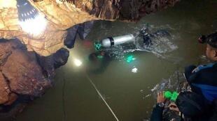 足球少年受困7天   泰潜水员入洞穴搜救