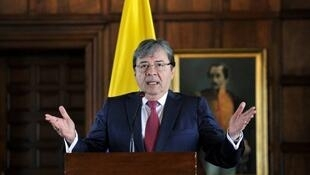 """Colombes MAE Carlos Holmes Trujillo: """"De toutes les façons, nous quitterons l'UNASUR  au plus tard dans six mois."""" le 10.08.2018 哥倫比亞決定退出南美洲國家聯盟"""