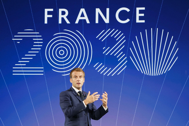 El presidente Emmanuel Macron habla durante el acto de presentación del plan de inversiones Francia 2030 en el palacio del Elíseo, el 12 de octubre de 2021 en París