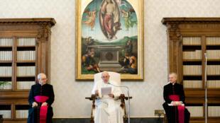 پاپ فرانسیس، رهبر کاتولیکهای جهان، روز چهارشنبه ۱۴ خرداد/ ۳ ژوئن، با ارسال پیام به مردم ایالات متحده، ضمن گرامیداشت جورج فلوید، نژادپرستی را غیرقابل تحمل دانست و خواستار سازش ملی در آمریکا و پرهیز از خشونت شد