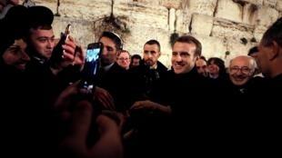 O presidente francês Emmanuel Macron visita a Cidade Velha de Jerusalém. Em 22 de janeiro de 2020.
