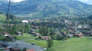 Gstaad, é um vilarejo na parte germanófona do cantão Berna, no sudoeste da Suíça.