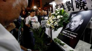 Activistas pró democracia em luto pela morte de Liu Xiaobo em Hong Kong, a 13 de Julho de 2017.