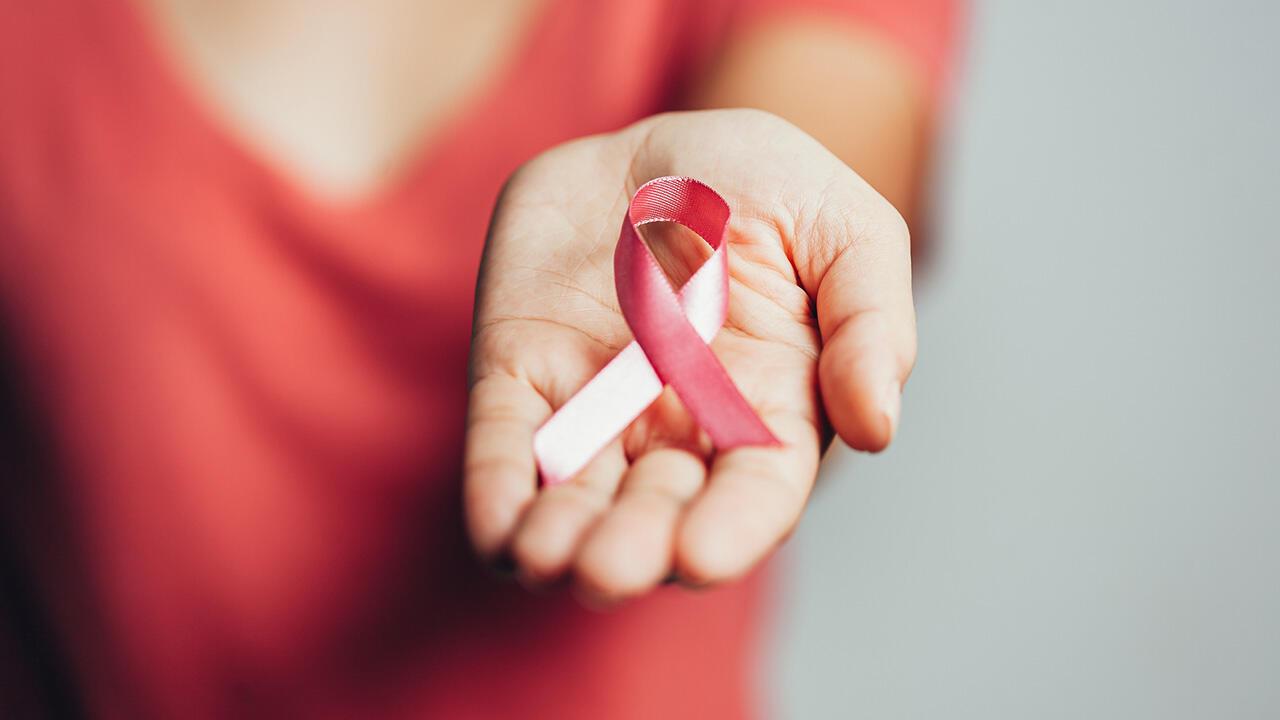 Selon l'OMS, le cancer du sein touche chaque année 1,38 million de personnes supplémentaires.