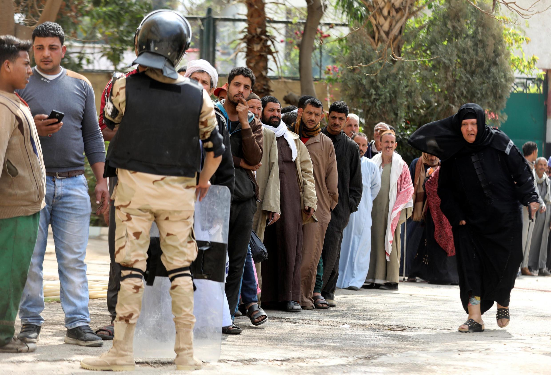 Очередь на избирательный участок в Каире. 20.04.2019