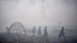 À Bamako, un camp de déplacés malien a été totalement ravagé par un incendie, le 28 avril 2020.