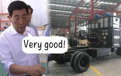 """图为中国官方网络刊河南地方党委官员现场大赞""""水氢引擎""""汽车发明图片"""