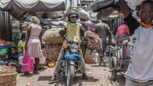 Sur le marché de Dantokpa à Cotonou, le 20 avril 2020. (image d'illustration)