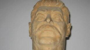 Бюст Сталина из экспозиции Мемориального комплекса политических репрессий