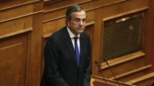 Le Premier ministre grec Antonis Samaras devant le Parlement, le 11 octobre 2014 à Ahtènes en Grèce.
