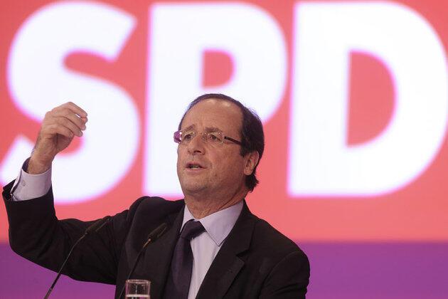 Tổng thống François Hollande phát biểu trong một cuộc gặp với đảng Xã hội - Dân chủ Đức