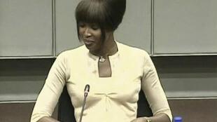 Британская топ-модель Наоми Кэмпбелл дает показания перед Специальным трибуналом по Сьерра-Леоне 5 августа 2010 года