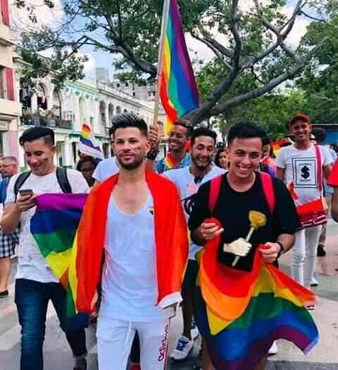 O militante Jancel Moreno (à direita), na Gay Pride independente do 11 de maio de 2019.