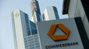 Logo của ngân hàng Commerzbank tại thành phố  Frankfurt, Đức. Ảnh chụp ngày 09/02/2017.
