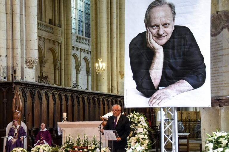 8月17日在法國中西部城市普瓦捷為侯布雄舉行葬禮