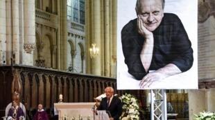 8月17日在法国中西部城市普瓦捷为侯布雄举行葬礼