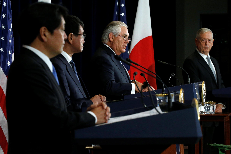 2017年8月17日,(左起)日本防衛相小野寺五典、外相河野太郎、美國國務卿蒂勒森、國防部長馬蒂斯在華盛頓舉行日美安全保障磋商委員會(2+2)會議後舉行記者會。