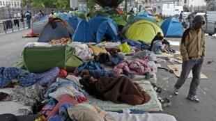 Лагерь мигрантов на бульваре Ля Шапель 28 мая 2015.