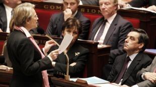 Мишель Аллио-Мари и Франсуа Фийон на заседании Национального Собрания 08/02/2011