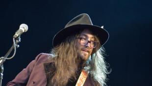 Sean Lennon (fils de John et de Yoko Ono ) avec son groupe   The Ghost of a Saber Tooth Tiger.