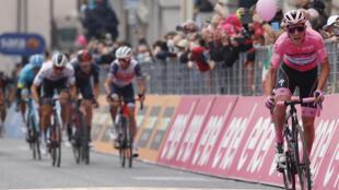 Le Portugais Joao Almeida à l'arrivée de la 16e étape du Tour d'Italie, entre Udine et San Daniele, le 20 octobre 2020
