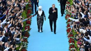 土耳其总统埃尔多安携夫人参加宣誓典礼资料图片