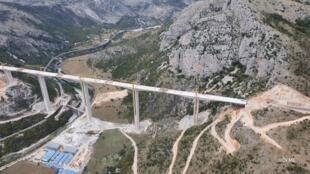 黑山架桥筑路
