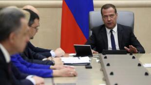 Для тех, кто уже вышел на пенсию, ничего не изменится, пообещал премьер Дмитрий Медведев