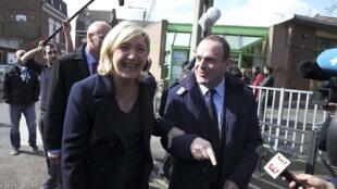 Marine Le Pen, líder da Frente Nacional,  e Steeve Briois, secretário-geral do partido e prefeito eleito de Henin-Beaumont.