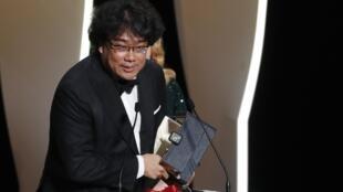 Le réalisateur sud-coréen Bong Joon-ho a reçu la Palme d'or pour son film «Parasite», le 25 mai 2019 à Cannes.
