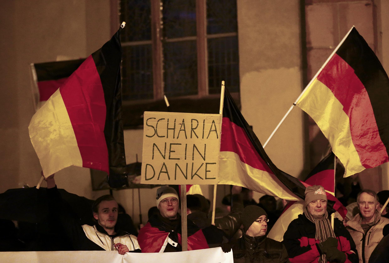 «La charia, non merci», peut-on lire sur cette pancarte brandie lors d'un rassemblement des partisans du mouvement Pegida, le 26 janvier 2015 à Francfort.