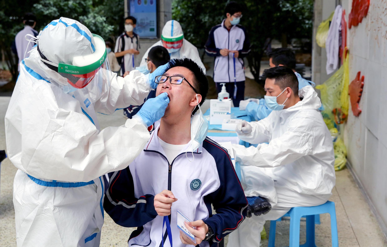 2020-04-30T000000Z_2108970314_RC2XEG90YUSN_RTRMADP_3_HEALTH-CORONAVIRUS-CHINA